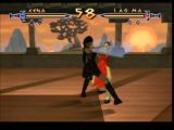 Lao Ma tente d'embrocher Xena lors d'un combat dans le jeu Xena Warrior Princess - the talisman of fate sur Nintendo 64