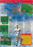 Scan of the review of International Superstar Soccer 2000 published in the magazine Consoles + 104, page 1