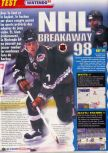 Scan of the review of NHL Breakaway 98 published in the magazine Le Magazine Officiel Nintendo 05, page 1